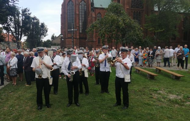 Uroczystość uświetniła Miejska Orkiestra Dęta z Bielawy
