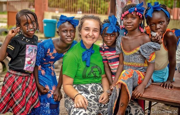 Salezjańska młodzież w Gambii
