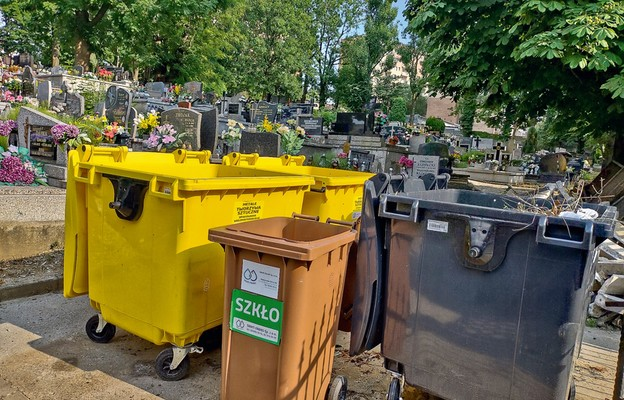 Cmentarne śmieci