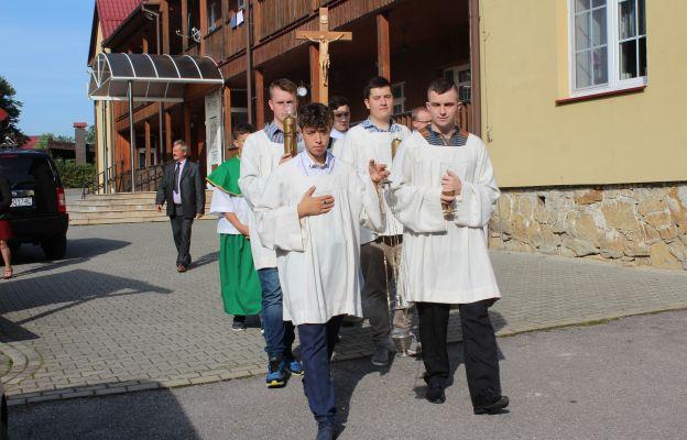 Ministranci codziennie posługiwali do Eucharystii.
