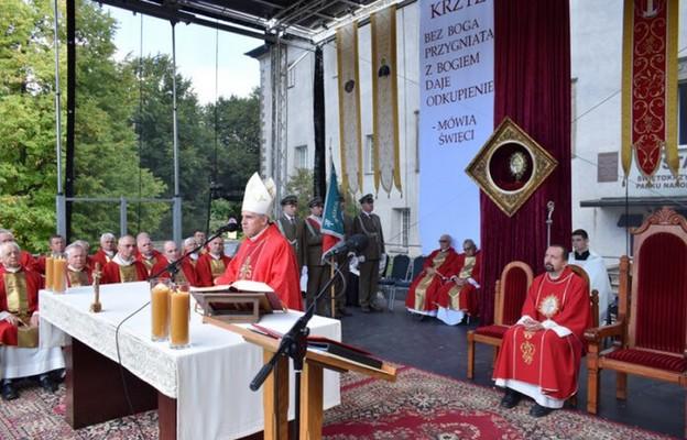 Bp Nitkiewicz na Świętym Krzyżu: nie możemy zrezygnować z wywyższania krzyża