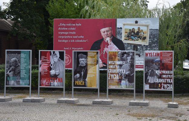 Wystawa przy kościele św. Rodziny we Wrocławiu - Sępolnie