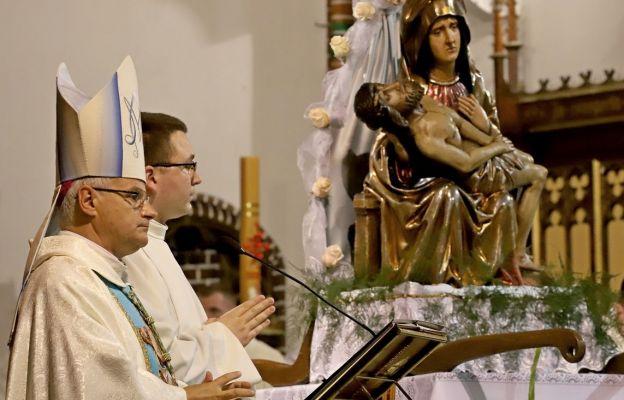 Matka Boża Bolesna patrzy na Wałbrzych