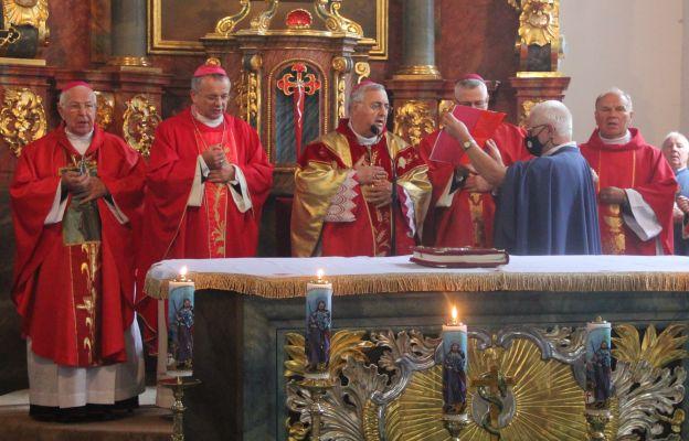 Msza św. w Jakubowie pod przewodnictwem nuncjusza apostolskiego w Polsce