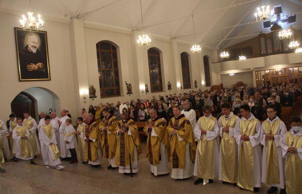 Bp Tadeusz Lityński przewodniczył Mszy św. inaugurującej kolejny rok formacji Diecezjalnej Grupy Modlitewnej św. Ojca Pio