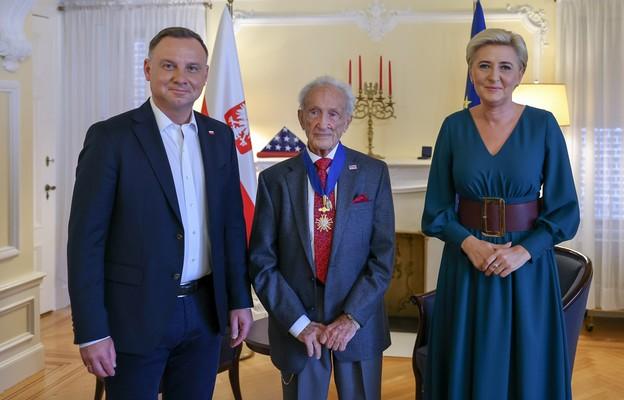 Prezydent RP Andrzej Duda wraz z pierwszą damą Agatą Kornhauser-Dudą spotkali się z ocalałym z Holocaustu Edwardem Mosbergiem w Nowym Jorku