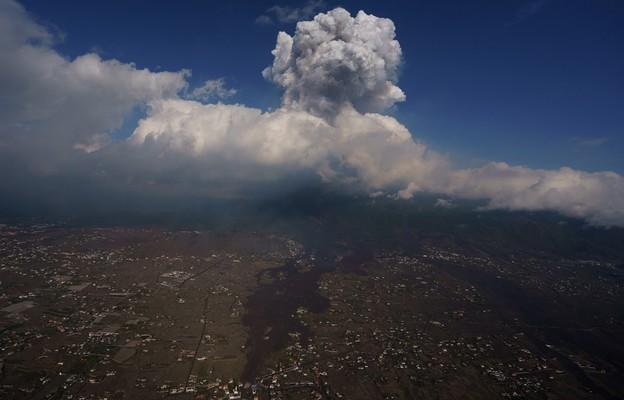 Hiszpania: Zawieszono ruch lotniczy w La Palmie; ewakuacja ludności po nasileniu erupcji wulkanu