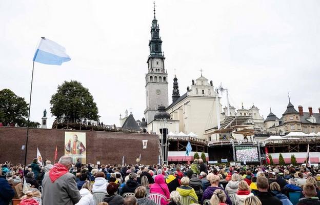Ogólnopolskie czuwanie Odnowy w Duchu Świętym trwa na Jasnej Górze
