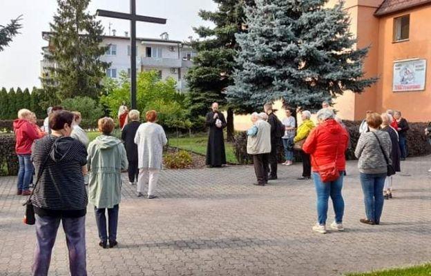 Koronka na ulicach miast w Oławie, przy parafii Miłosierdzia Bożego