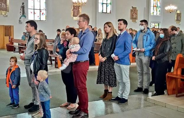 Małżonkowie spotkali się przy stole eucharystycznym