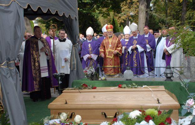 Ostatnie pożegnanie bp. Edwarda Janiaka