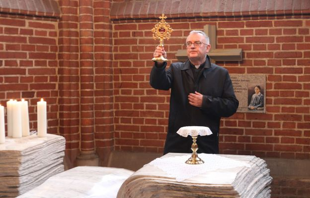 Błogosławieństwo relikwiami w Kaplicy św. Teresy Benedykty od Krzyża