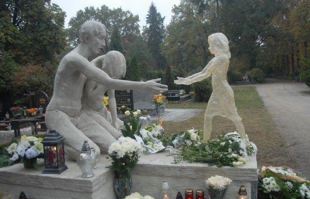 Pomnik Dziecka Utraconego na Osobowickim Cmentarzu
