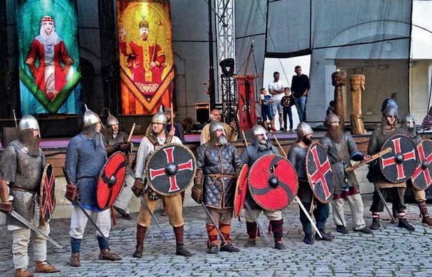 Rekonstruktorzy wojów słowiańskich z początków panowania Gryfitów