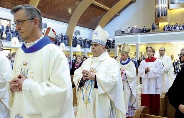 W liturgii uczestniczyli parafianie i pielgrzymi