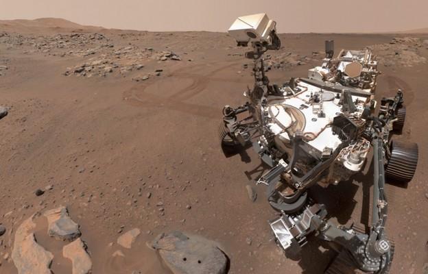 Marsjański łazik pokonał 2,6 km i potwierdził istnienie jeziora oraz rzeki na Czerwonej Planecie