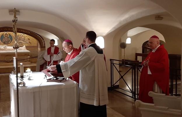 Prymas Polski w Watykanie: tylko prawdziwie wolni będziemy w stanie przywracać nadzieję ubogim i służyć im