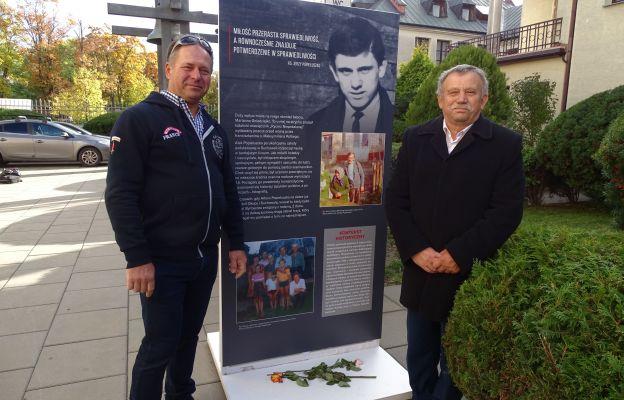 Od lewej: Marek Popiełuszko, bratanek ks. Jerzego oraz Józef Popiełuszko, brat błogosławionego.