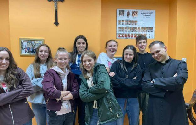 Wspólnota młodzieży wraz z księdzem Grzegorzem zaprasza na spotkania grupy