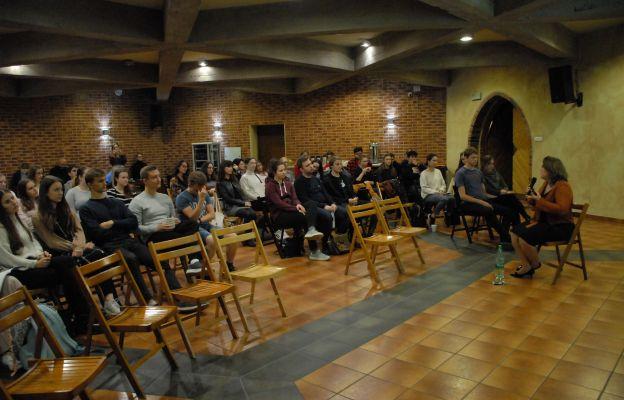 Na pierwszym spotkaniu dr Agnieszka Chrobak mówiła studentom o płodności kobiety i mężczyzny