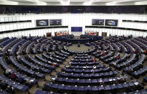 PE w rezolucji: polski TK nie jest uprawniony do interpretowania polskiej konstytucji