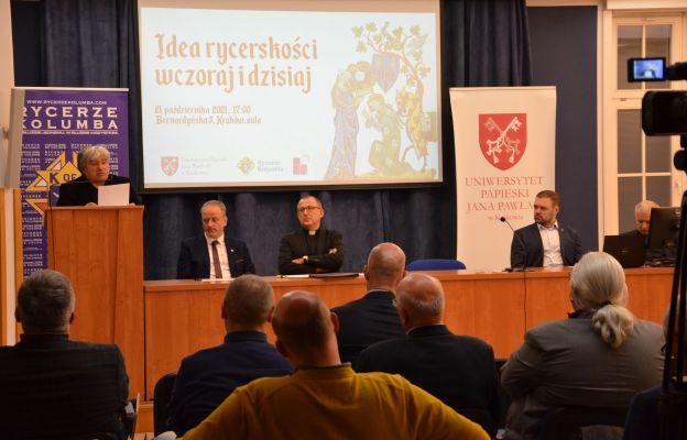 Rycerze Kolumba i przedstawiciele Uniwersytetu Papieskiego wspólnie zadawali sobie pytanie, w jaki sposób odbudować ideały rycerskie w dzisiejszym społeczeństwie.