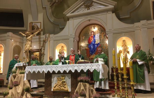Eucharystii przewodniczył ks. dr Adam Łuźniak, wikariusz generalny archidiecezji wrocławskiej
